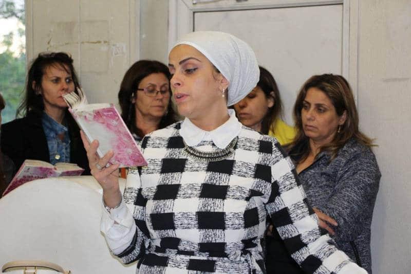הרבנית אהובה ארד מתפללת