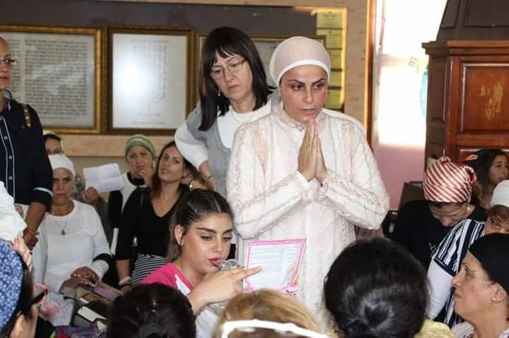 נשים מתפללות בציון רבי נחמן
