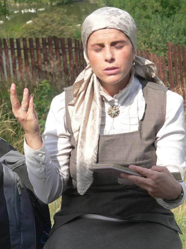 הרבנית אהובה מתפללת