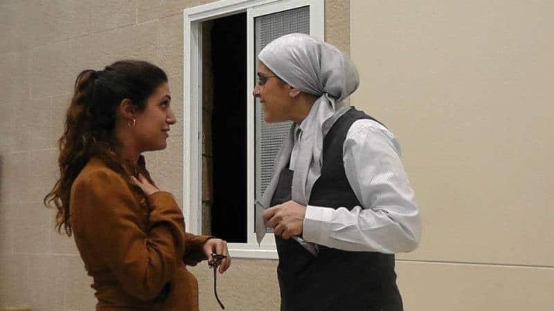 הרבנית אהובה מדברת עם תלמידה